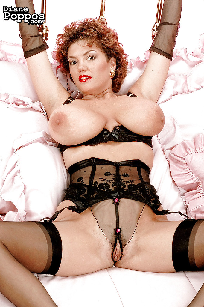 Mature big tits in stockings pictures