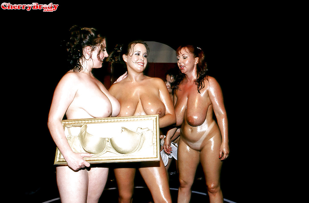 Difficult Nude women oil wrestling not