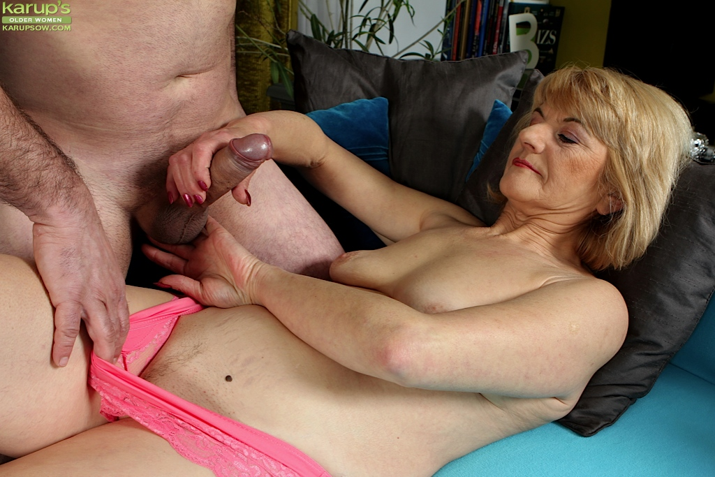 Mom Gives Birthday Blowjob