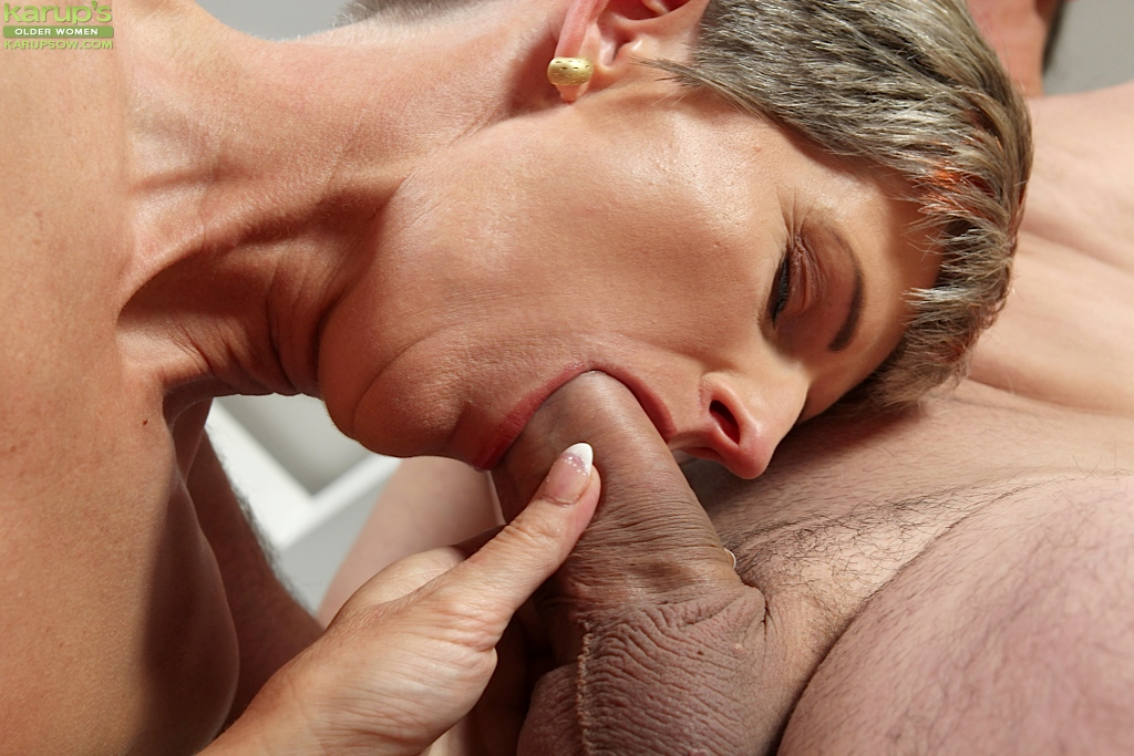 Old lady oral sex