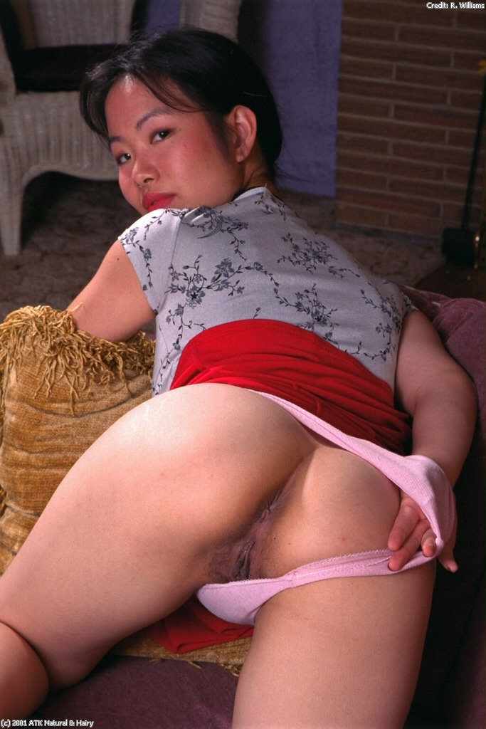 Chinesa upskirt sexy panties are