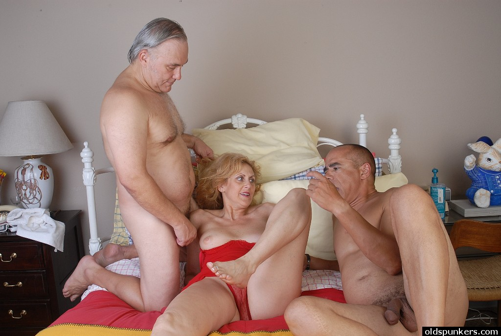 Free granny threesome sex movies