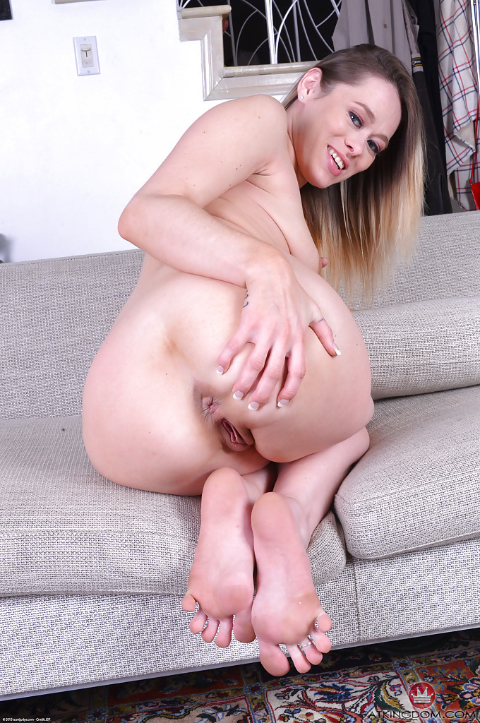 Milf first time eating pussy