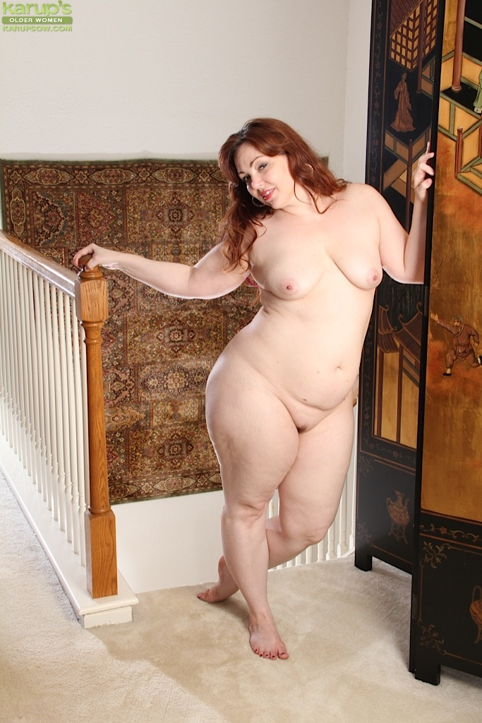 Fine looking older redhead mom masturbating