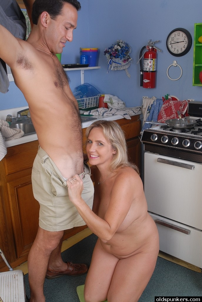 Advise you granny sex in the kitchen and what