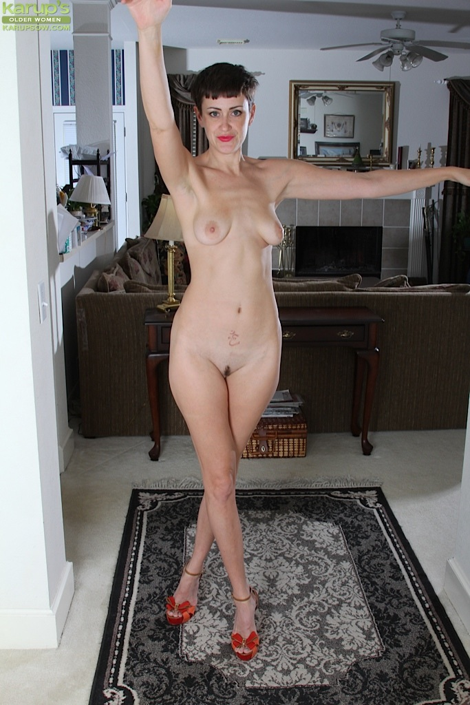 Skinny solo girl Stevie Jones flaunting tiny tits and trimmed vagina