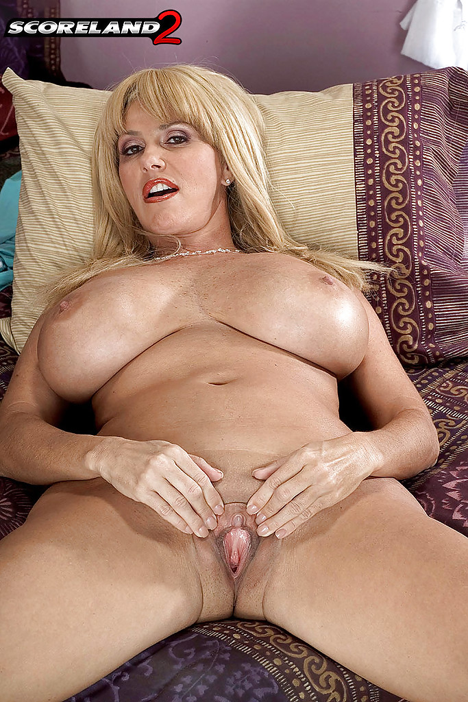 mature babe penny porsche exposes huge hooters before