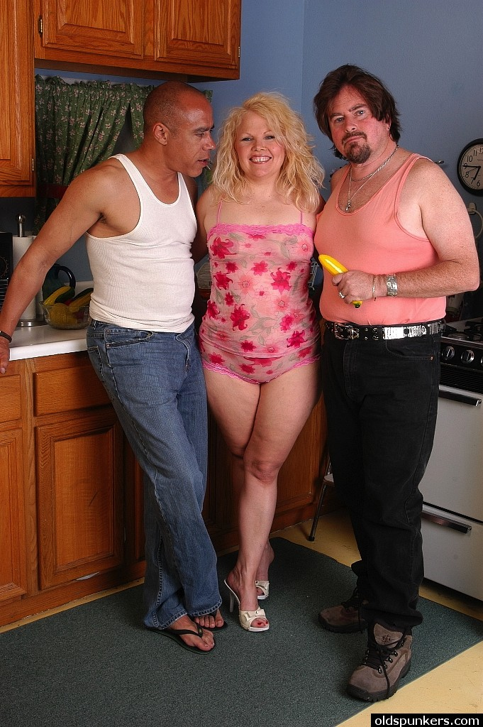 mature-blonde-threesome-in-public-with-young-sexy-meatball-xxx