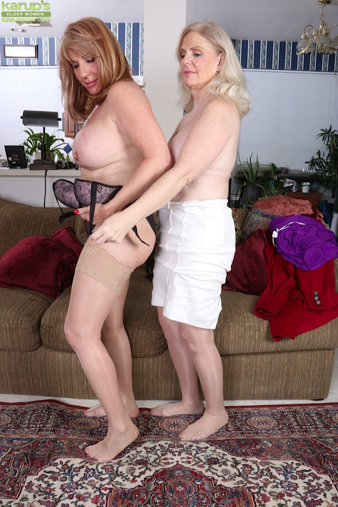 A couple of dykes really going at it 5