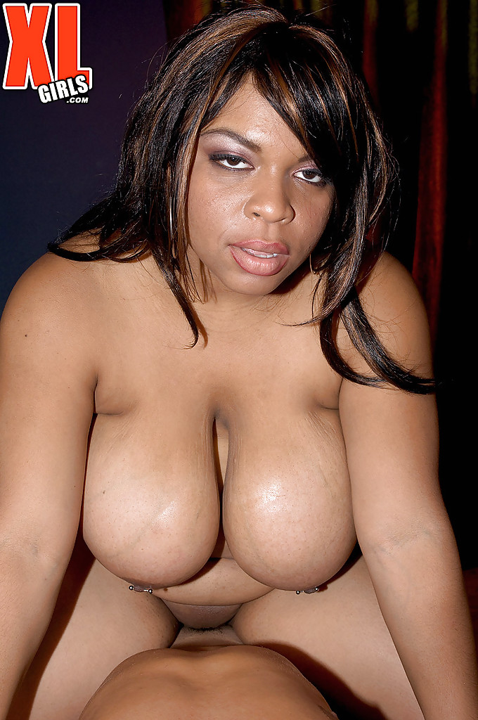 shcool-black-bbw-gets-naked-pie
