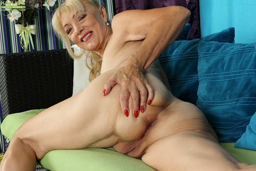 Free older women pussy photos