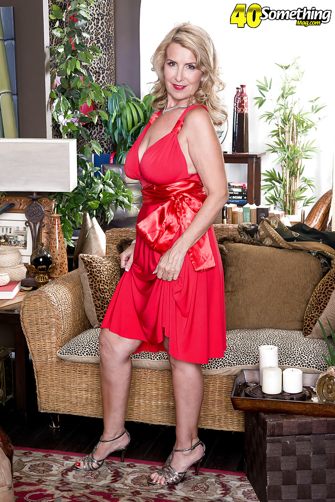 Mature milf live space with small