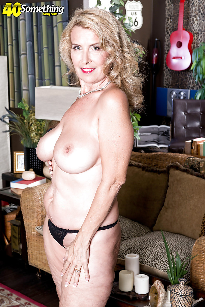 blonde mature milf pornstar laura layne exposing large all natural