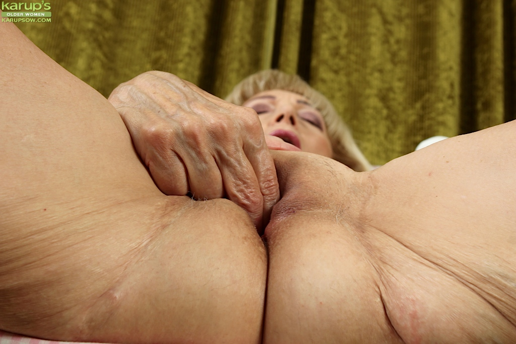 Granny sex shaved pussys