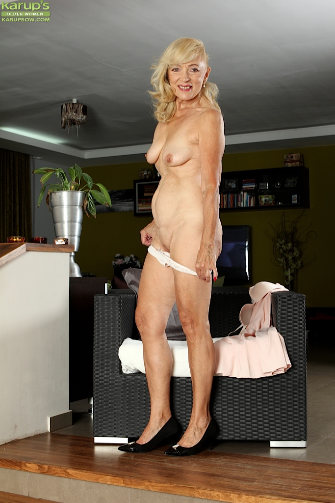 Mature blonde woman Janet Lesley revealing saggy tits and ...