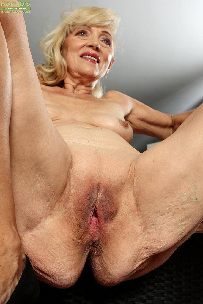 Fully nacked sexy lady