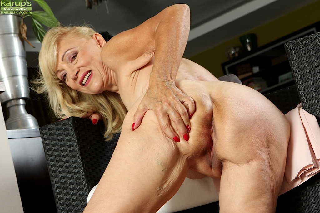 Blonde women porn older