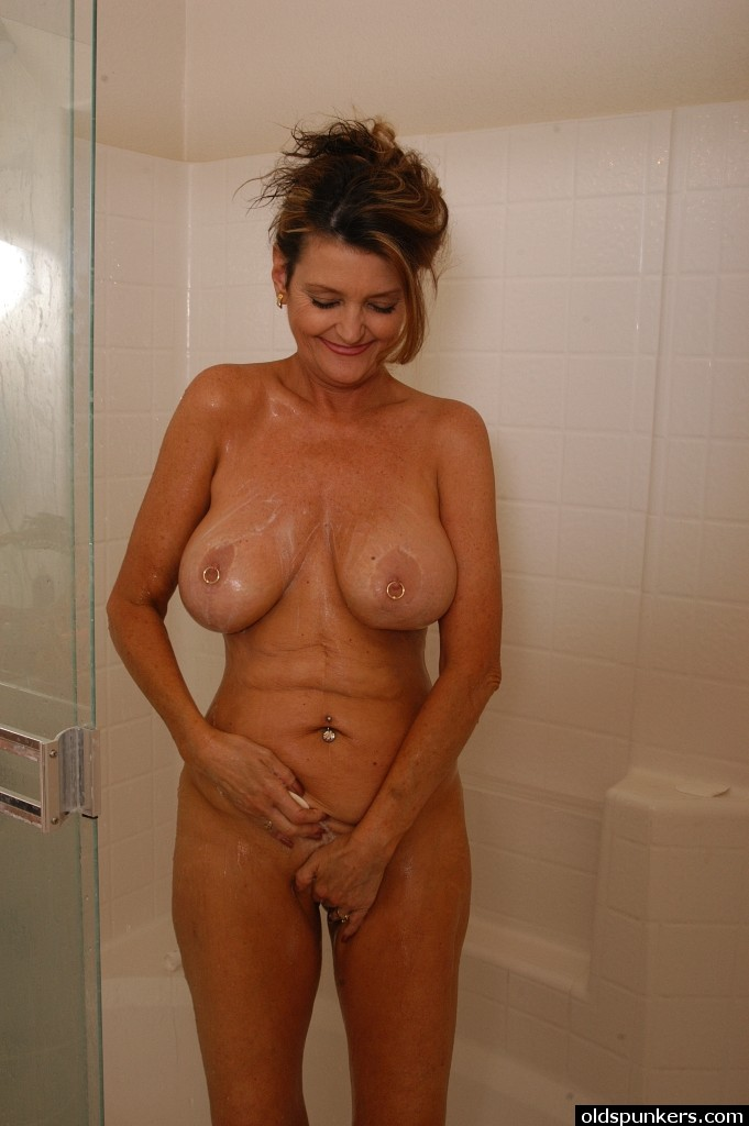 Mature wife caught nude