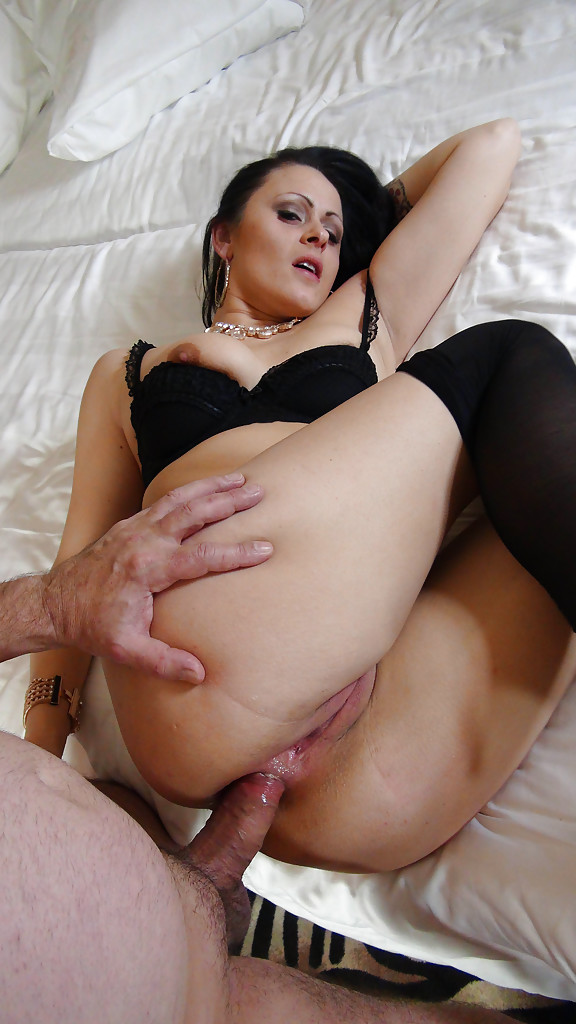 Girls Rimming Anal Threesome