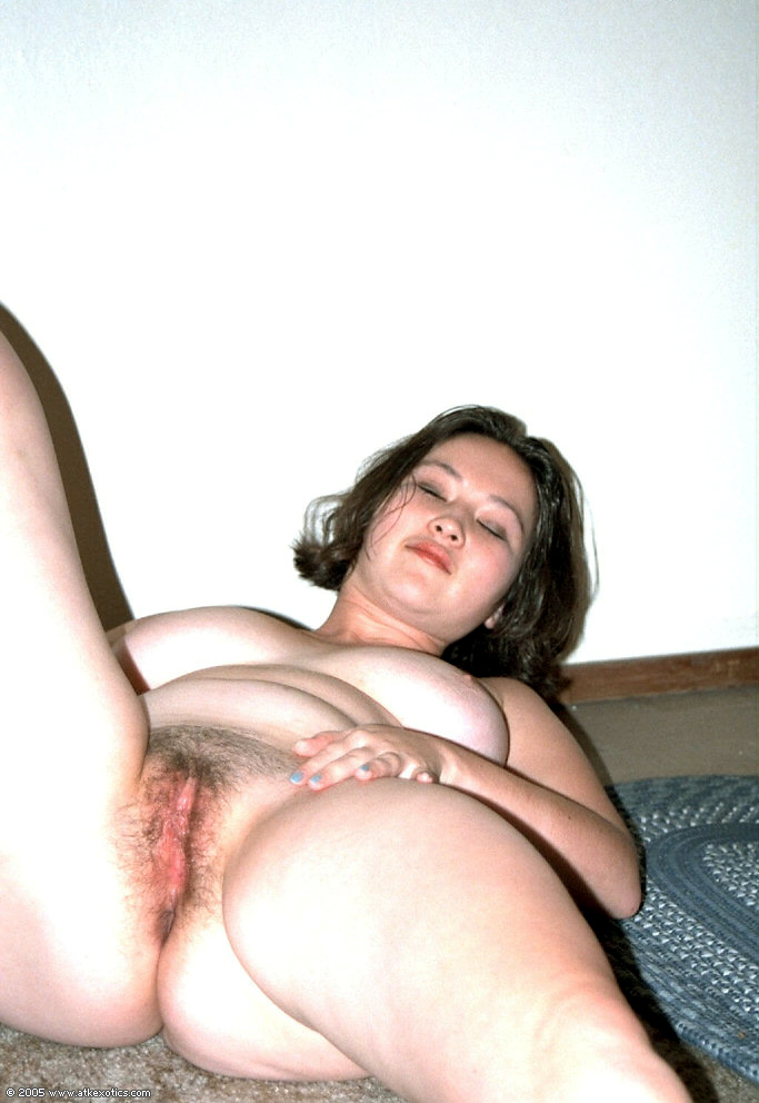 Amateur Thick Milf Threesome