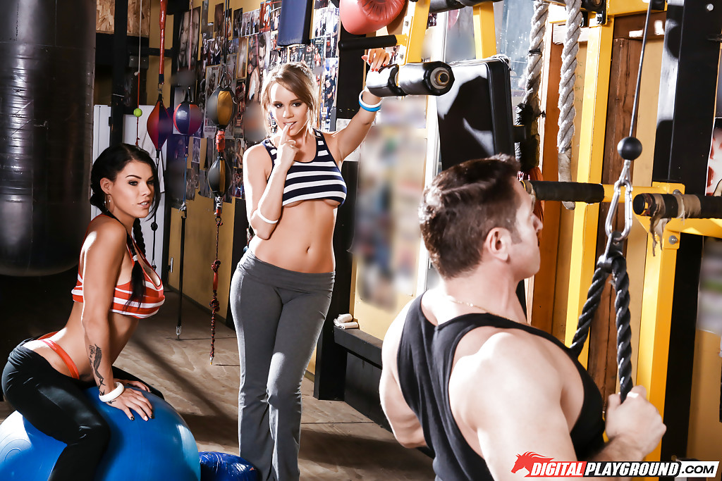 hot chicks in workout clothes