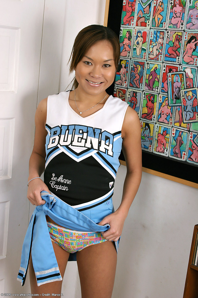 amateur-cheerleader-pussy-naked-tortured