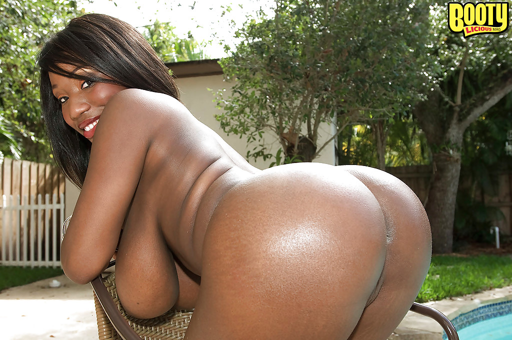 black milf janet jade flaunting big oiled booty outdoors in thong