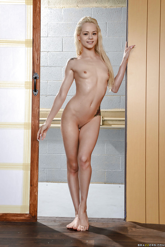 Tiny babe elsa jean fingers her hairy pussy - 2 6