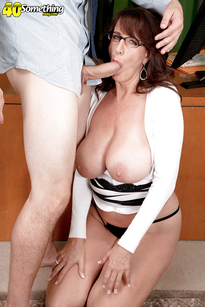 Mature big tits cougar