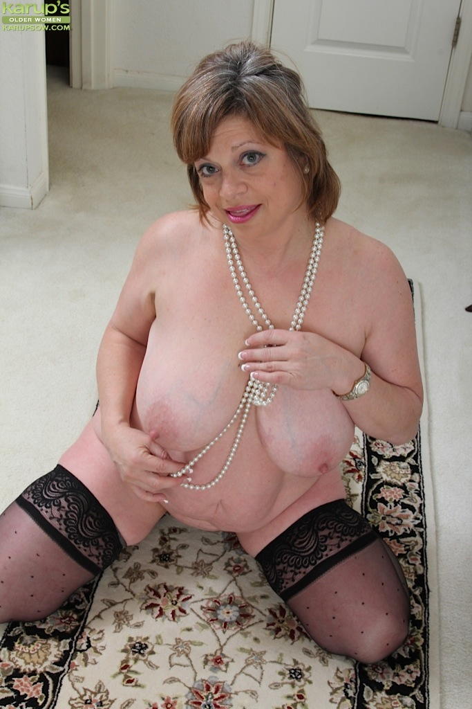 thick mature women nude