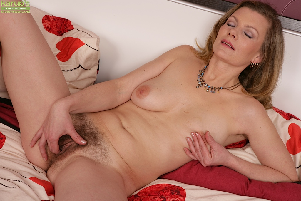 mature hairy women masterbating
