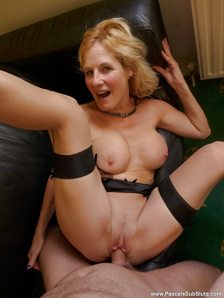 Amateur milf pantyhose model and