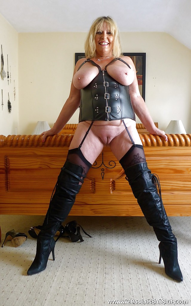 hot thick milf in latex
