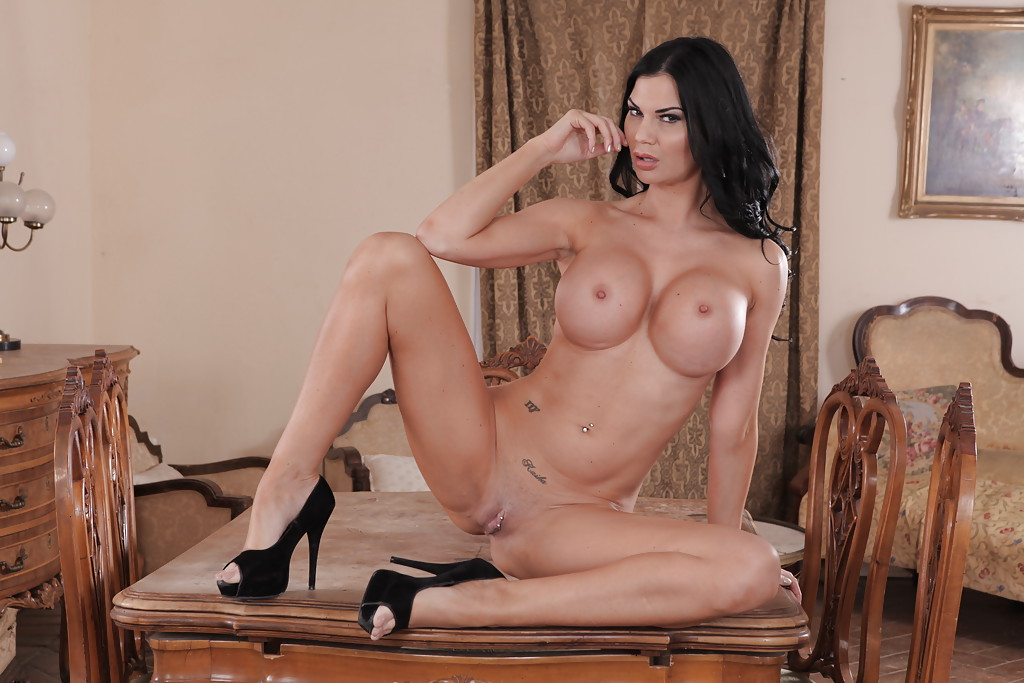 Leggy Euro Pornstar Jasmine Jae Revealing Perfect Fake Boobs