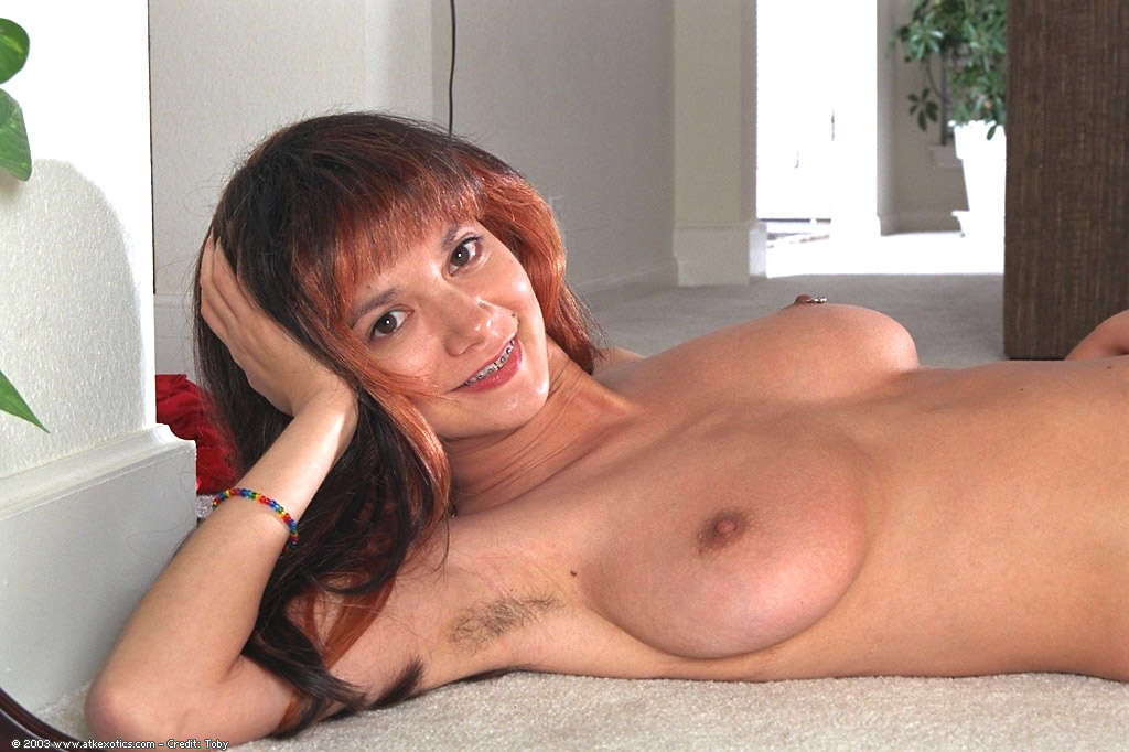 Asian amateur Charlotte displays hairy armpits and big ...