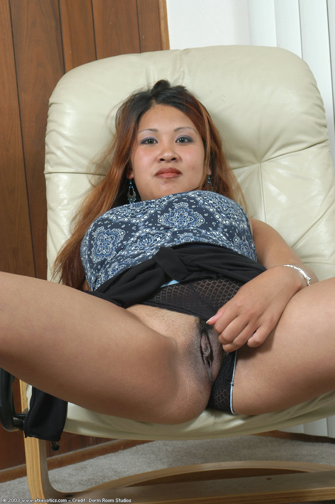 Fetish asian rubbing muff