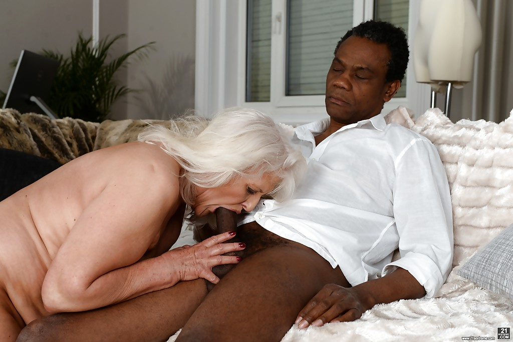 Lightskin Sucking Black Dick