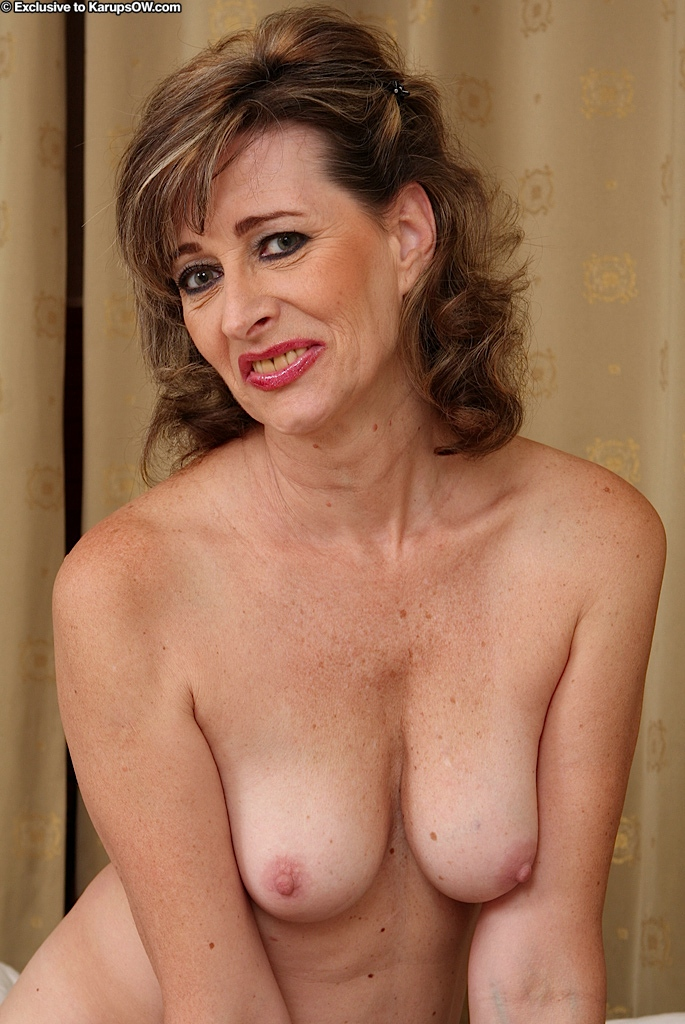mature woman cleavage