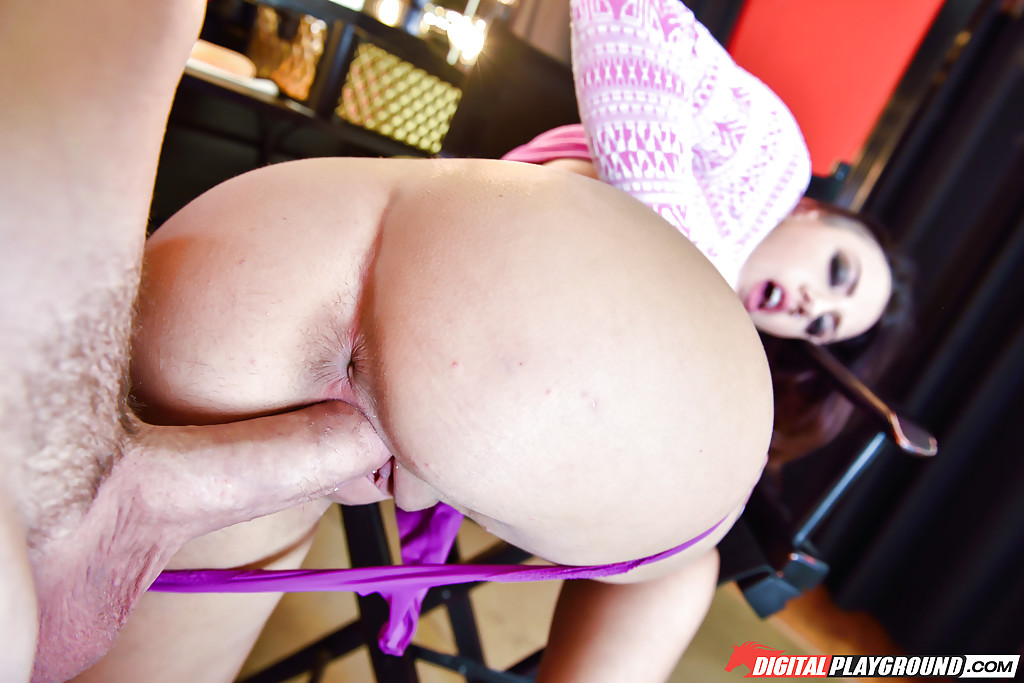 Tattooed chick Sophia Grace giving oral sex before doggy fuck and cumshot