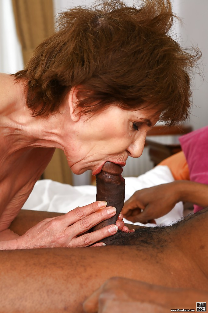 Granny sex oral — 12