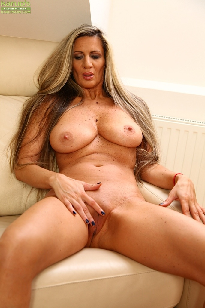 Totally naked milf spread your