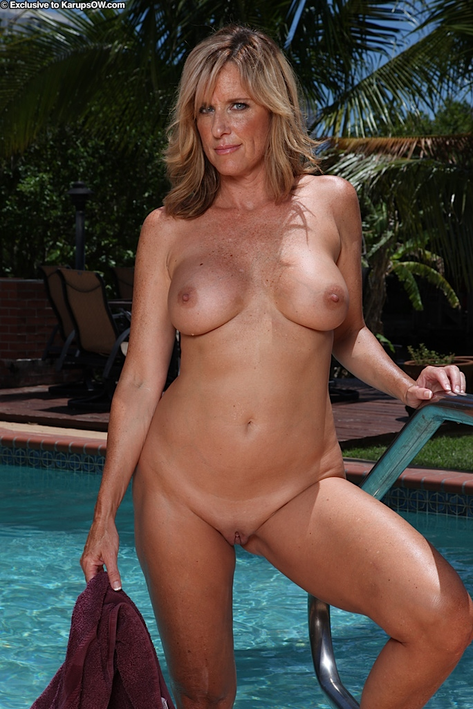 Sexy milf 40y with big natural tits