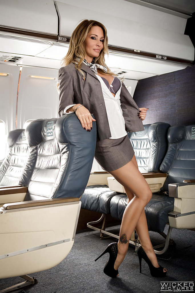 jessica drake asian porn star - MILF pornstar Jessica Drake disrobing to masturbate on airplane in high  heels ...