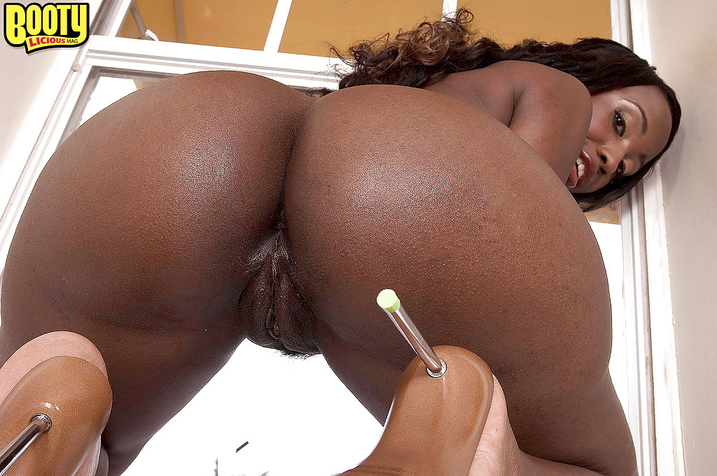 Ebony booty in thongs