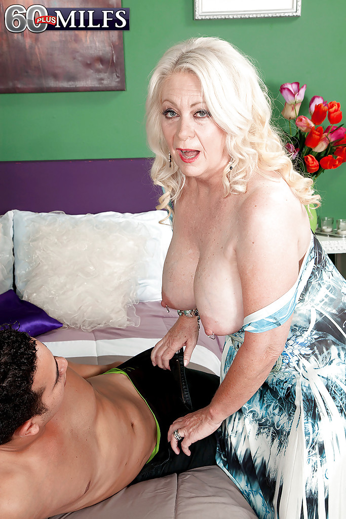 Blonde mom acts like a slut with this lucky hombre - 2 part 2