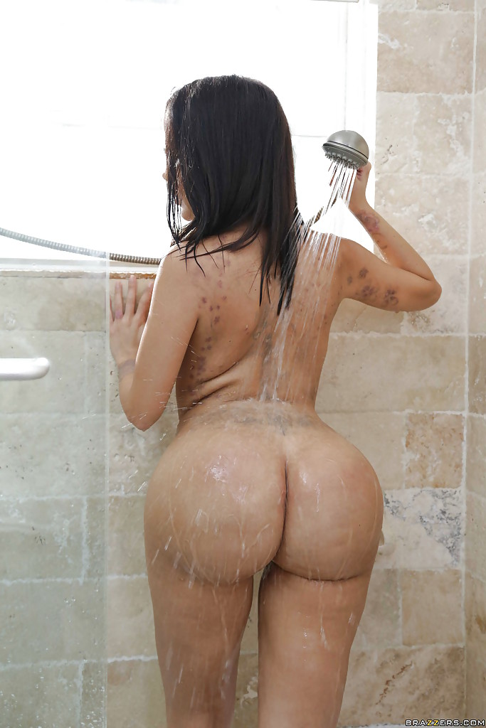 Janessa Brazil Hot Wet Latina Ass In The Shower Pichunter Tushy 1