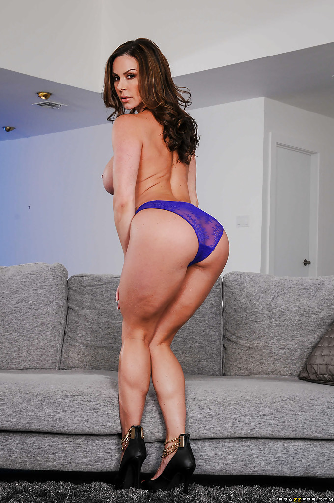 MILF pornstar Kendra Lust vaunting great legs and tits after disrobing