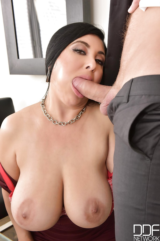 Latina big tits sucks