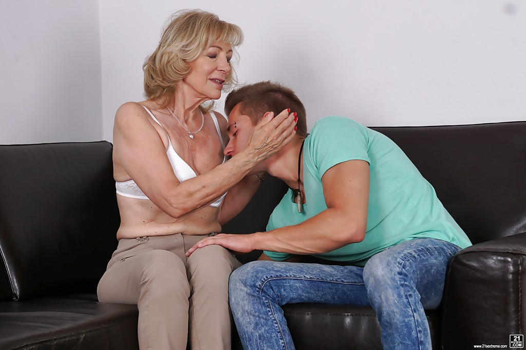 Cougar banged by random young stranger 5