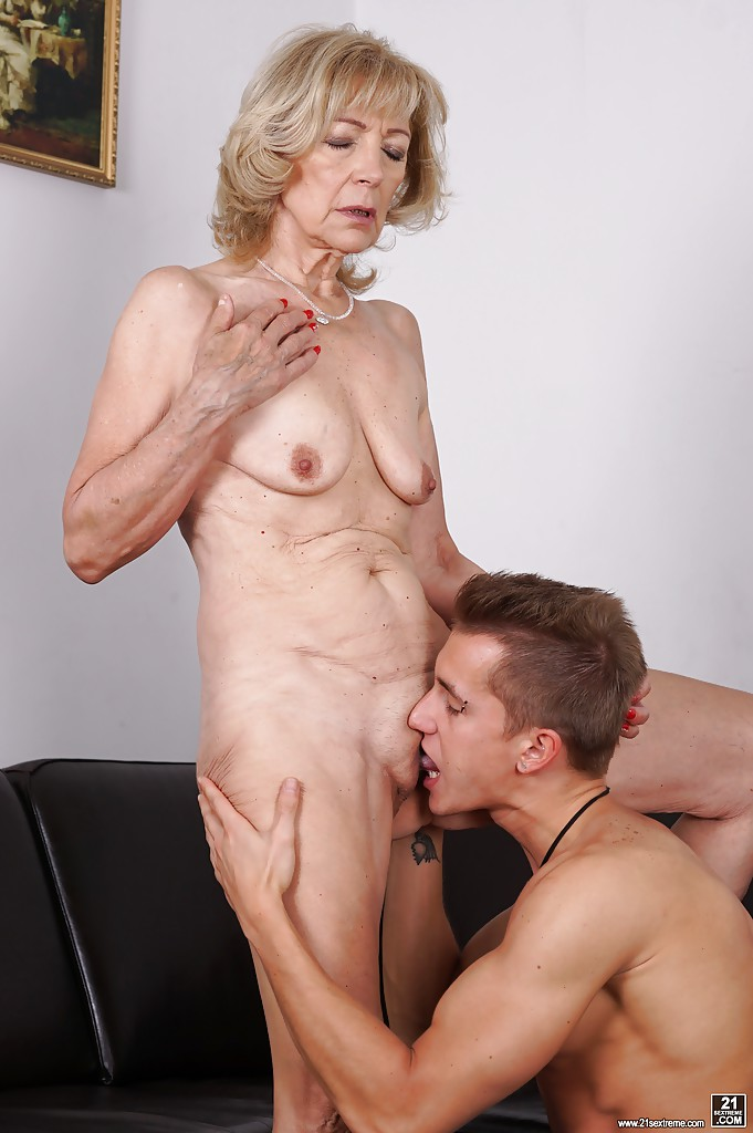 21sextreme granny loves anal sex 7